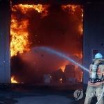 인천 가구 창고에서 '큰불'…인근 공장 5곳으로 확산