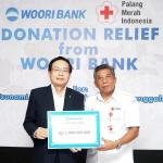손태승 우리은행장, 인도네시아 재난구호 성금 전달