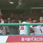 SK, '실책 연발' 두산에 역전승…8년만의 우승까지 -1승