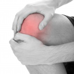 무릎 앞과 뒤가 유난히 아프고 불편하면? 병원에 가야할까?