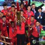 박항서, 베트남 축구역사 다 갈아치웠다…베트남 총리도 '엄지척'