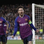 '축구의 신' 메시 '2골 2도움'… 바르셀로나, UCL 8강 진출