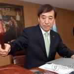 """한국은행, 기준금리 연1.75% 동결…""""주요국 통화정책 완화"""""""