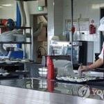 숙박·음식점업 근로자 70% 월급 200만원 미만