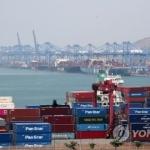 '화물선 연료 공급하려다…' 긴급 방제 작업