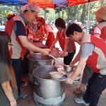 롯데푸드 청주공장 봉사단, 지역 어르신 급식 봉사 실시
