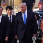 """트럼프 """"오늘 DMZ 간다""""…김정은과 회동 여부에 주목"""