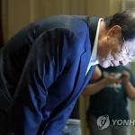 """윤동한 한국콜마 회장, 막말 영상 파문에 사퇴…""""여성분들께 죄송"""""""
