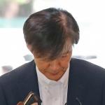 '의혹 투성이' 조국 법무장관 후보자, 사퇴 압박 견뎌낼까