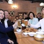 박용만 상의회장·박영선 장관, 스타트업 대표들과 '치맥'…규제 개혁에 공감