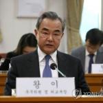 문재인 대통령, 왕이 중국 외교부장 접견…한중 현안 논의